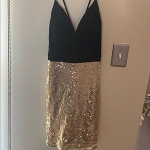 City Triangles Dresses - NWT Gold sequence cocktail dress